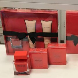 3-teiliges Geschenk-Set mit knallrotem Flakon: Narciso Rouge EdP, Showergel, Bodylotion