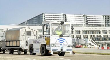 Pionierarbeit am Flughafen Stuttgart: Selbstfahrender Gepäcktransporter im Test