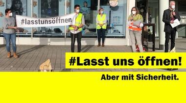 #Lasst uns öffnen! Kundgebung als Zeichen der Solidarität