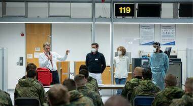 Soldaten*innen der Bundeswehr im Airport Medical Center am Flughafen Stuttgart geschult