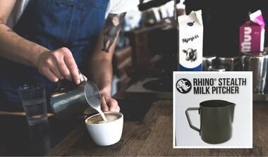 Milch Pitcher, ein Muss für jeden Barista zum Zubereiten des Milchschaums