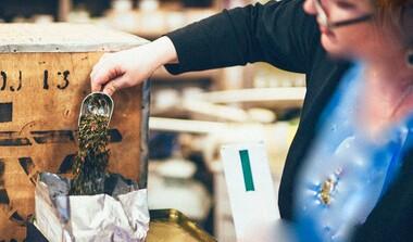 Über 300 Teesorten aus verschiedensten Teilen der Erde bei Tee & Bohne in Echterdingen