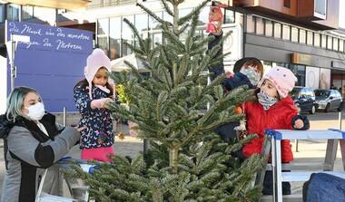 Einheitliche Deko und zusätzliche Beleuchtungen sorgen für Weihnachtsstimmung in Echterdingen
