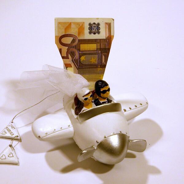 Geldgeschenke einmal anders, verpackt in einer Just Married-Spardose